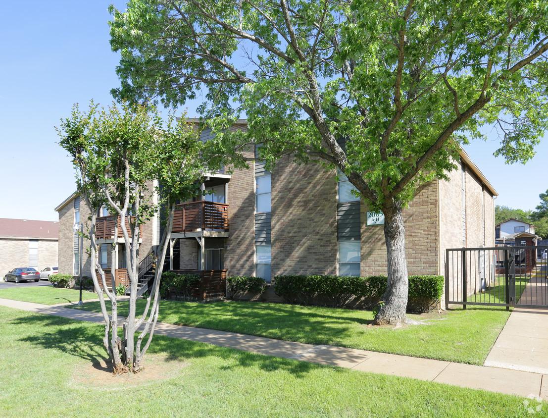 Oakwood Apartments Arlington, TX