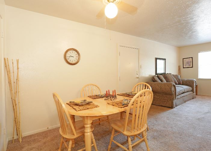 Dining at Listing #137382