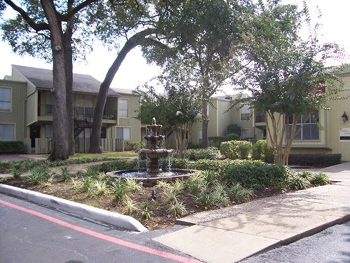Oakwood Gardens Apartments