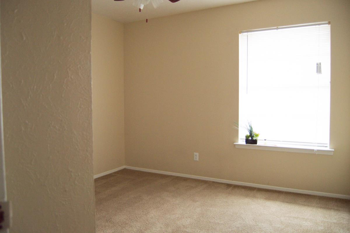 Bedroom at Listing #136436