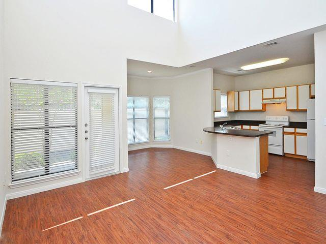 Dining/Kitchen at Listing #144088