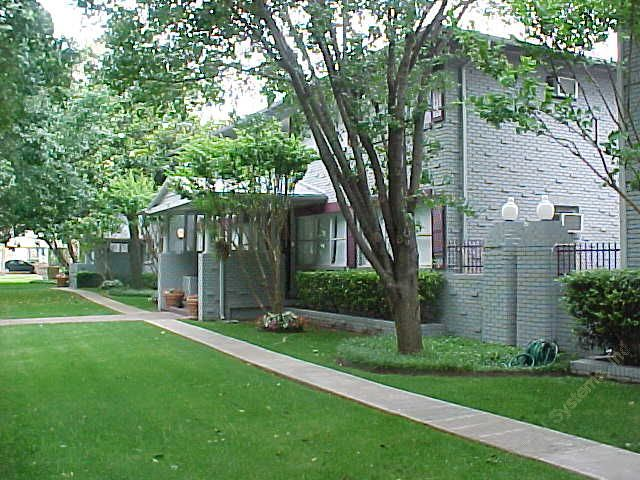 Exterior 2 at Listing #137661