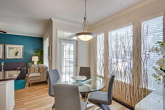 Dining at Listing #138669