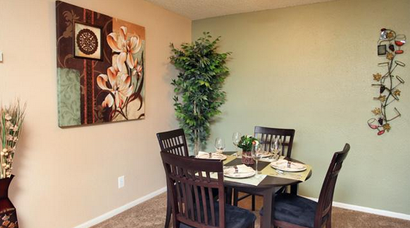 Dining at Listing #141472