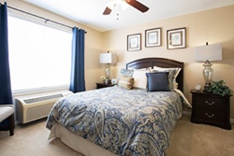 Bedroom at Listing #140089
