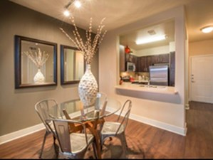 Dining at Listing #257748
