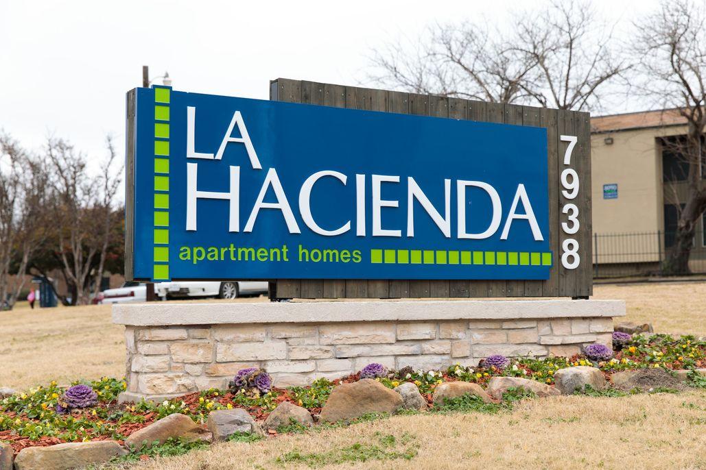 La Hacienda Apartments Dallas TX