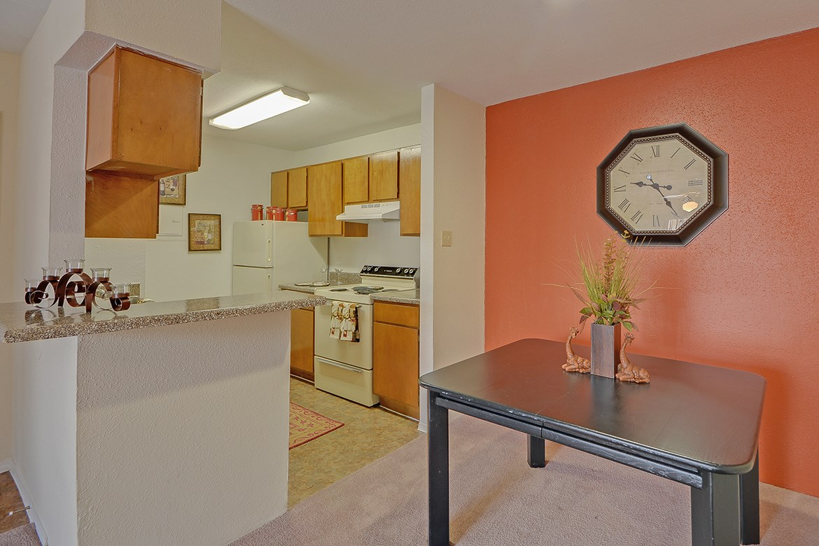 Dining at Listing #138612