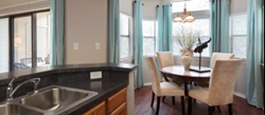 Dining at Listing #140465