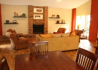 Living at Listing #140515