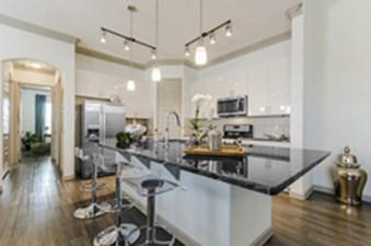 Kitchen at Listing #298134