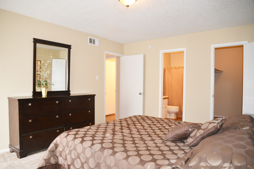 Bedroom at Listing #141218
