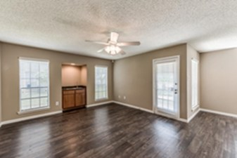 Living at Listing #139763