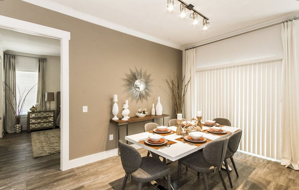 Dining at Listing #260473
