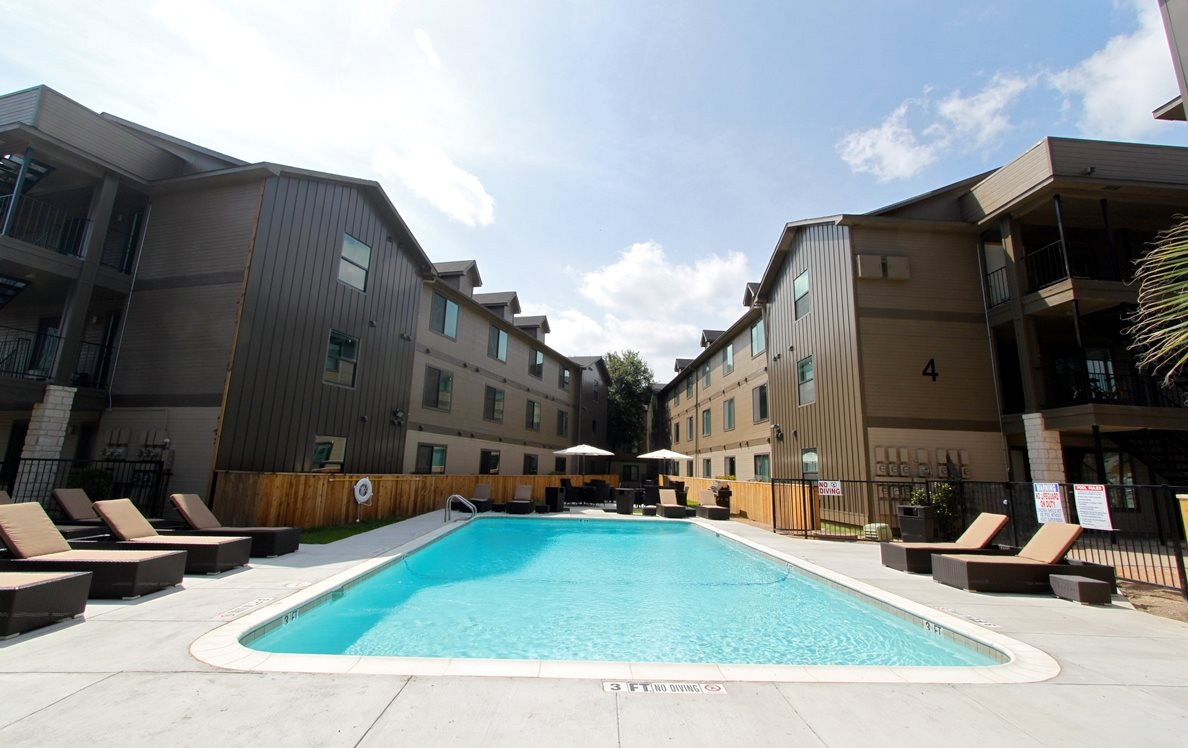 Pool at Listing #140401