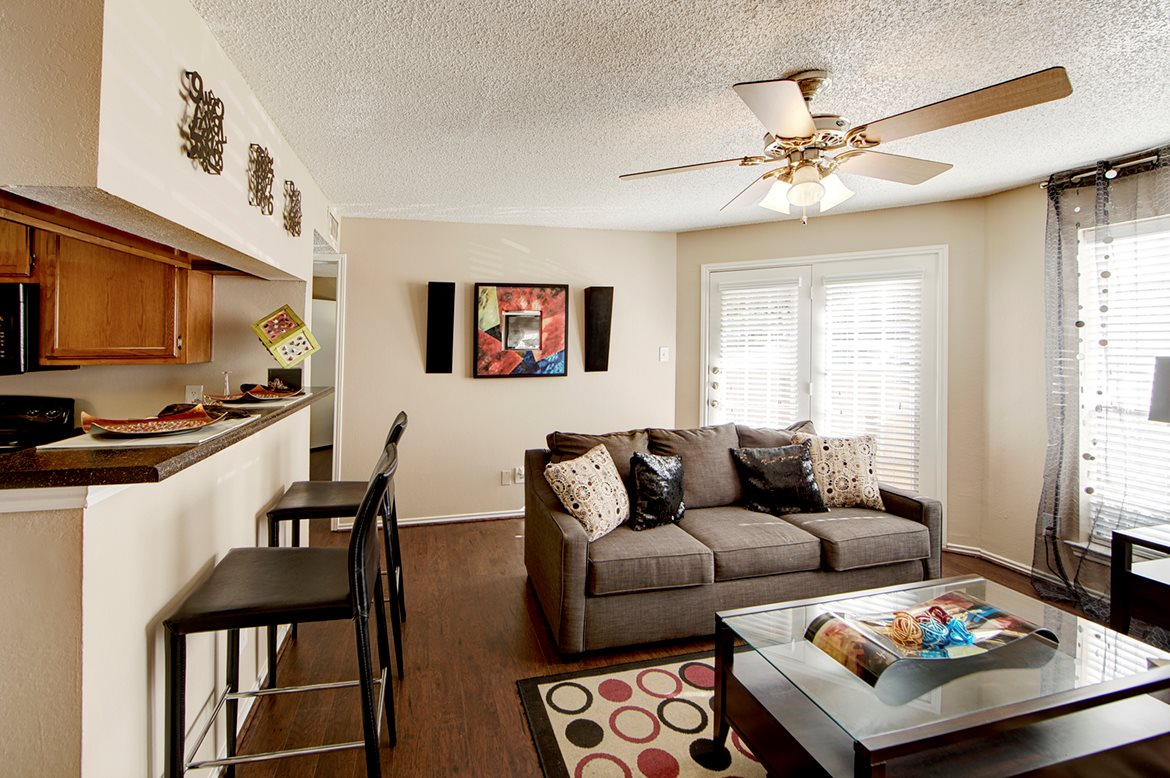 Living at Listing #137511