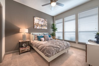 Bedroom at Listing #147923
