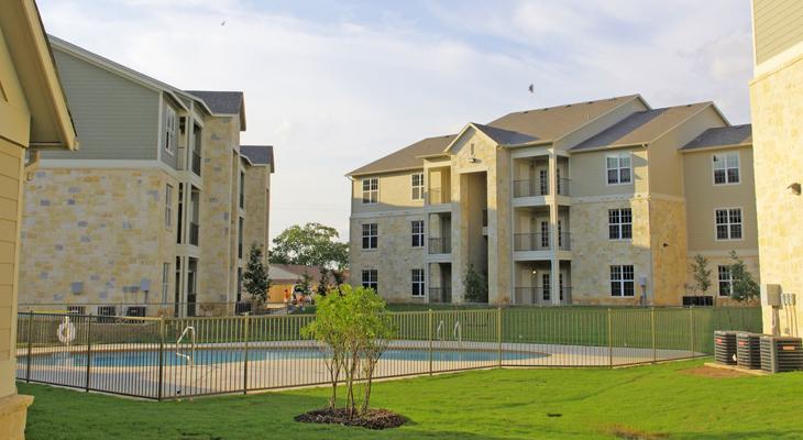 Oakland Hills Apartments Floresville, TX