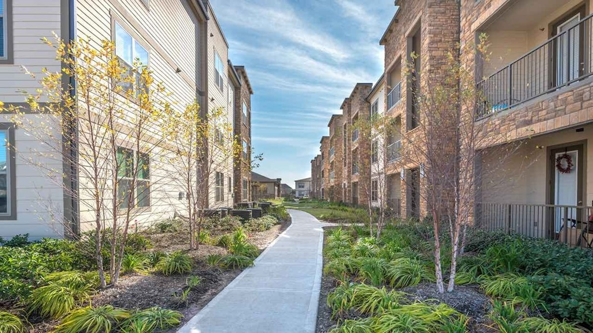 Modera Spring Town Center at Listing #268376