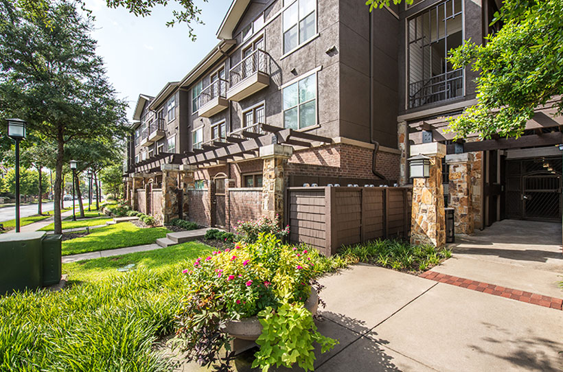 Exterior at Listing #143401