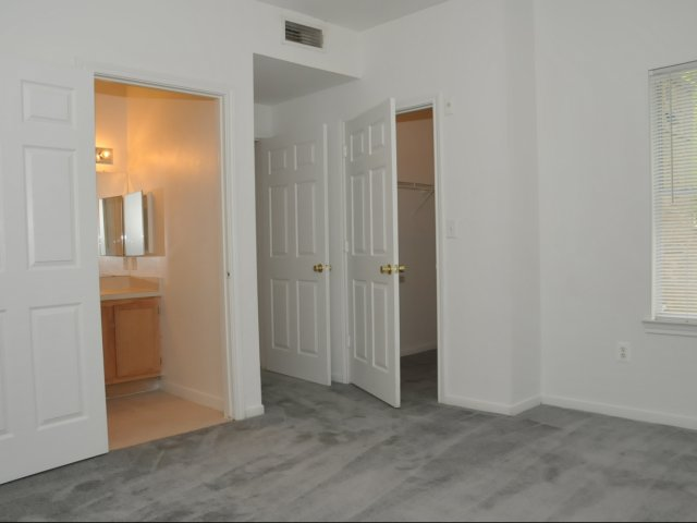 Bedroom at Listing #144474
