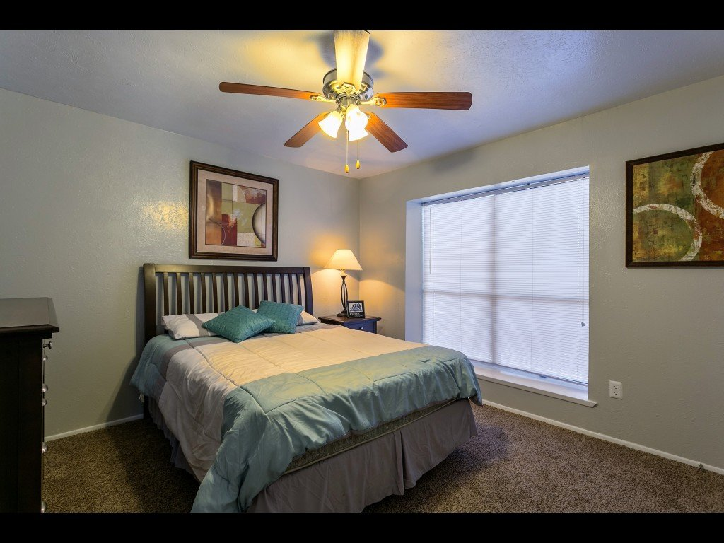 Bedroom at Listing #145042