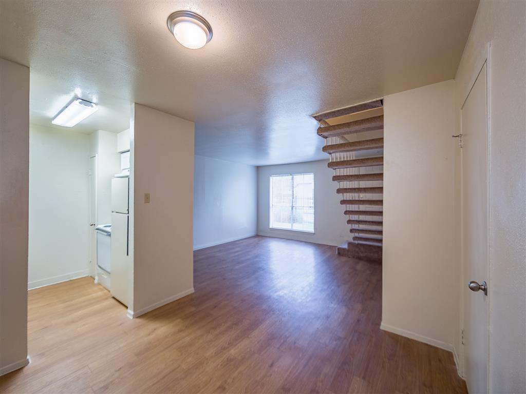 Living at Listing #139070