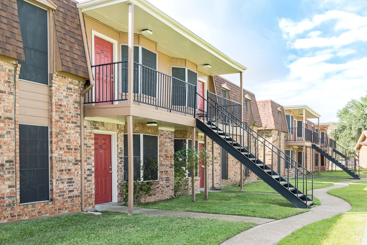 Exterior at Listing #138402