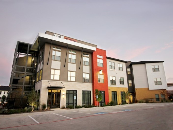 Lbj station apartments dallas 1050 for 1 2 bed apts for Garden park apartments greenville tx