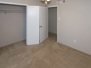 Bedroom at Listing #138452