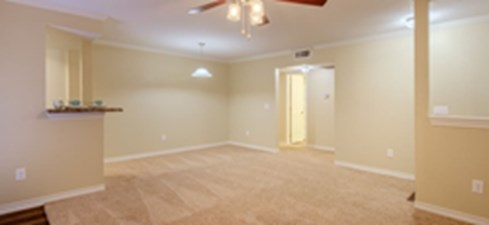 Living Area at Listing #140269
