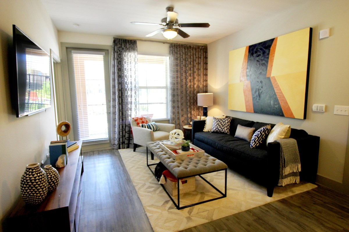 Living at Listing #275580