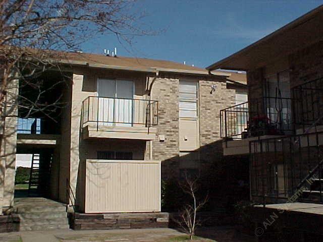 Exterior 3 at Listing #137290