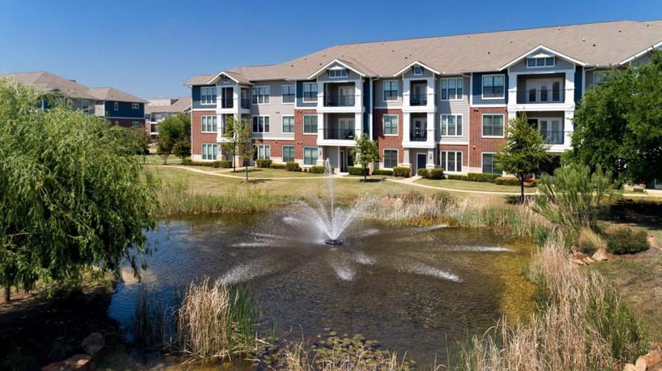Centreport Lake Apartments