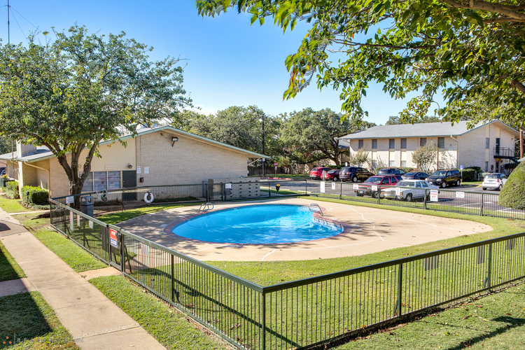 Carriage Hill/Carriage Park Apartments
