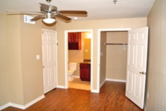 Bedroom at Listing #214146