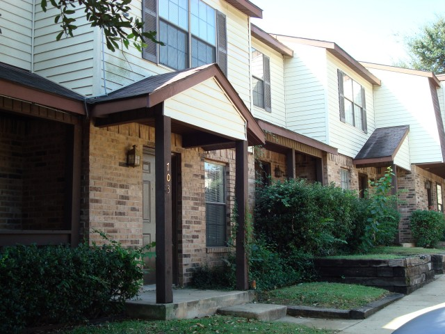 Round Rock Townhomes Apartments Arlington, TX