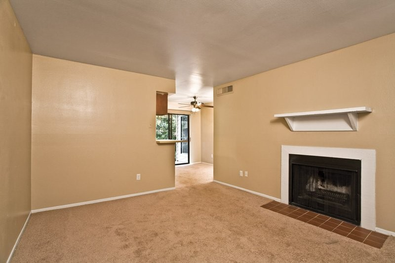 Living at Listing #139202