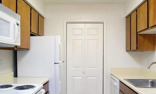 Kitchen at Listing #139876