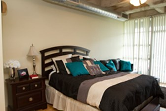Bedroom at Listing #139333
