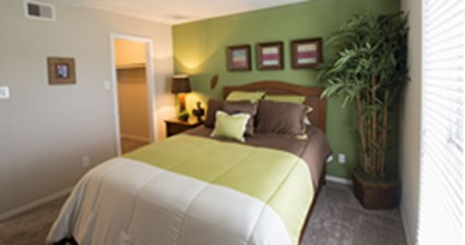 Bedroom at Listing #138316
