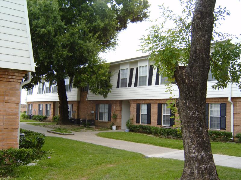 Bellfort Plaza Apartments , TX