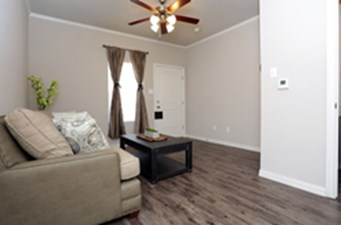 Living Area at Listing #283250