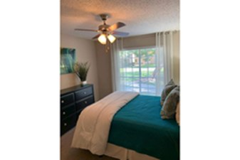 Bedroom at Listing #140004