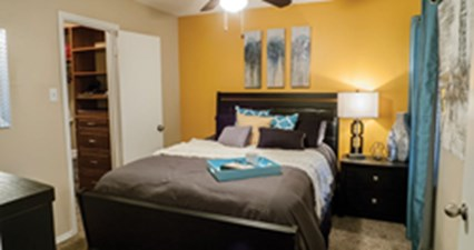 Bedroom at Listing #135995