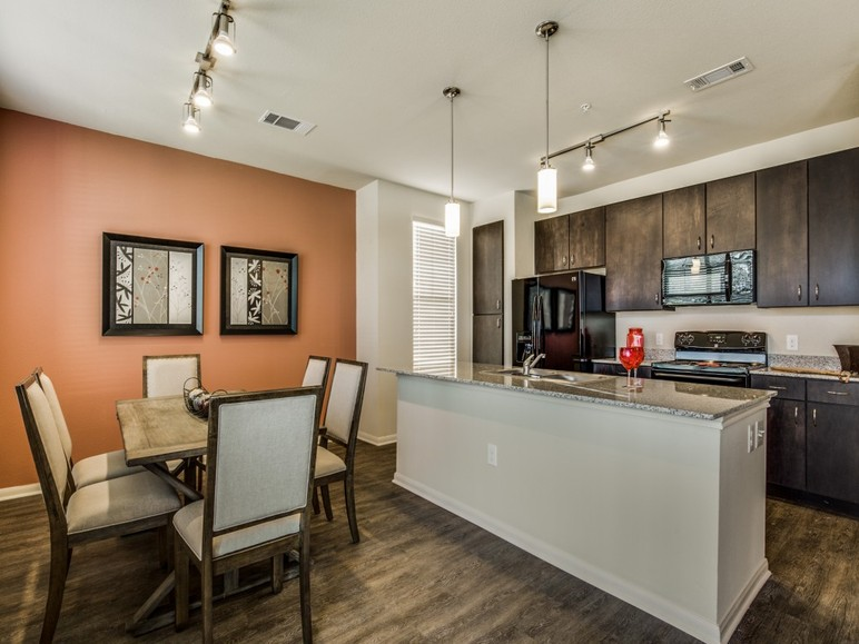 Dining/Kitchen at Listing #287290