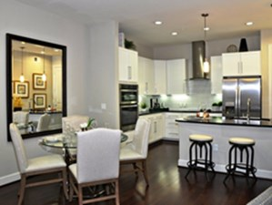 Dining at Listing #236577