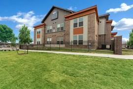 Boston Heights Apartments Benbrook TX