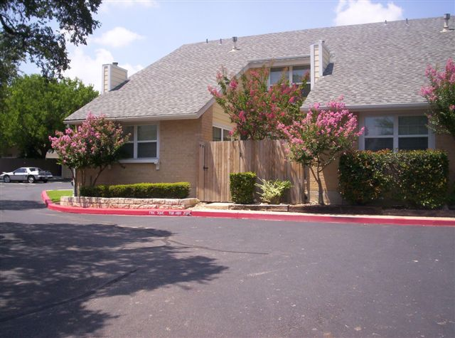 Exterior 3 at Listing #140393