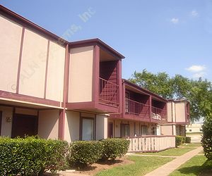 Huntington Village/Cambridge Crossing Apartments Houston, TX